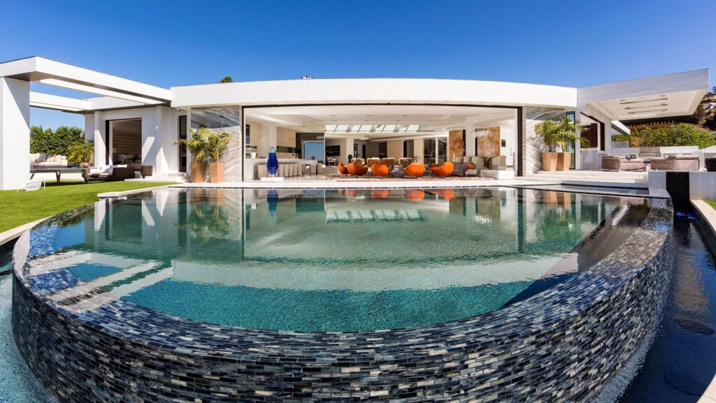 Extraordinary Modern Home in Los Angeles by Ferrugio Design & Associates