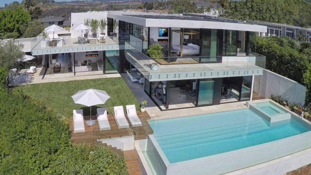Magnificent Luxury Roberto Lane Modern Home in Los Angeles