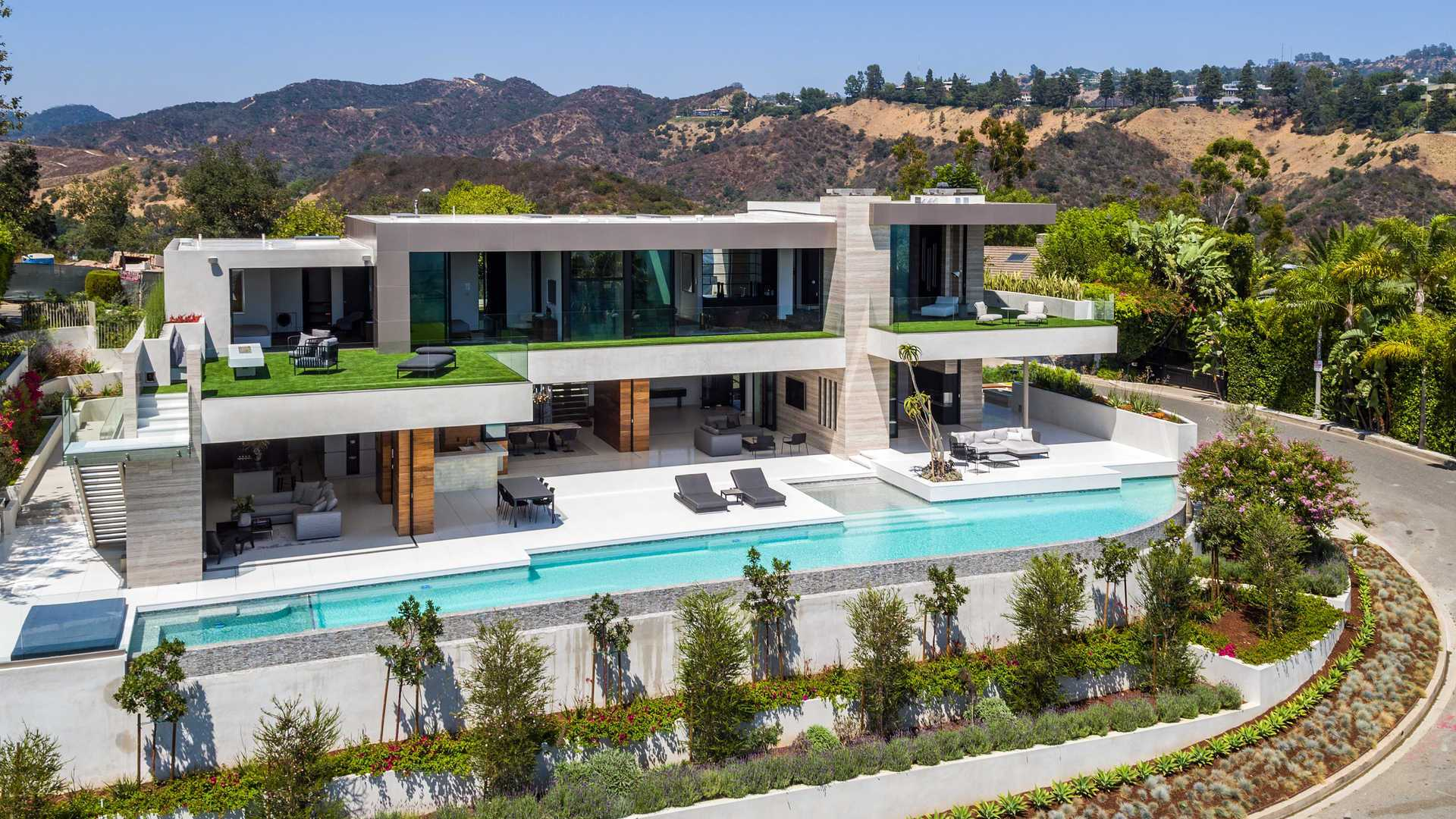 Prime Shadow Hills Modern Masterpiece in Los Angeles by Ferrugio Design & Associates