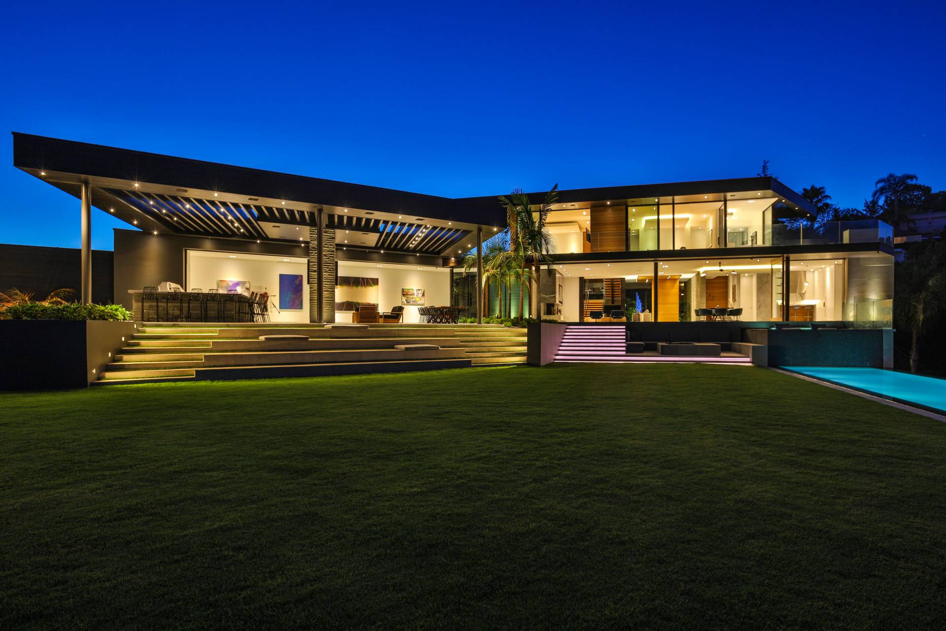 Gilcrest Drive Modern Mansion in Los Angeles by Bonura Building