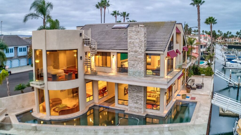 home in California, luxury houses