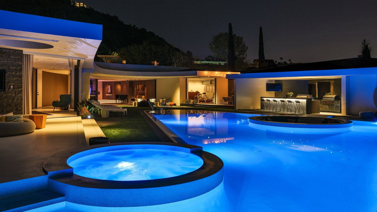 Dabney Lane Modern Home – The Pinnacle of Los Angeles luxury living