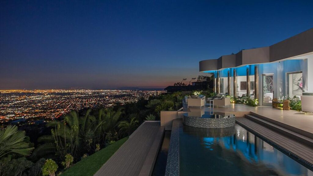 Ultra-private Martin Lane Modern Home in Los Angeles captures sweeping views