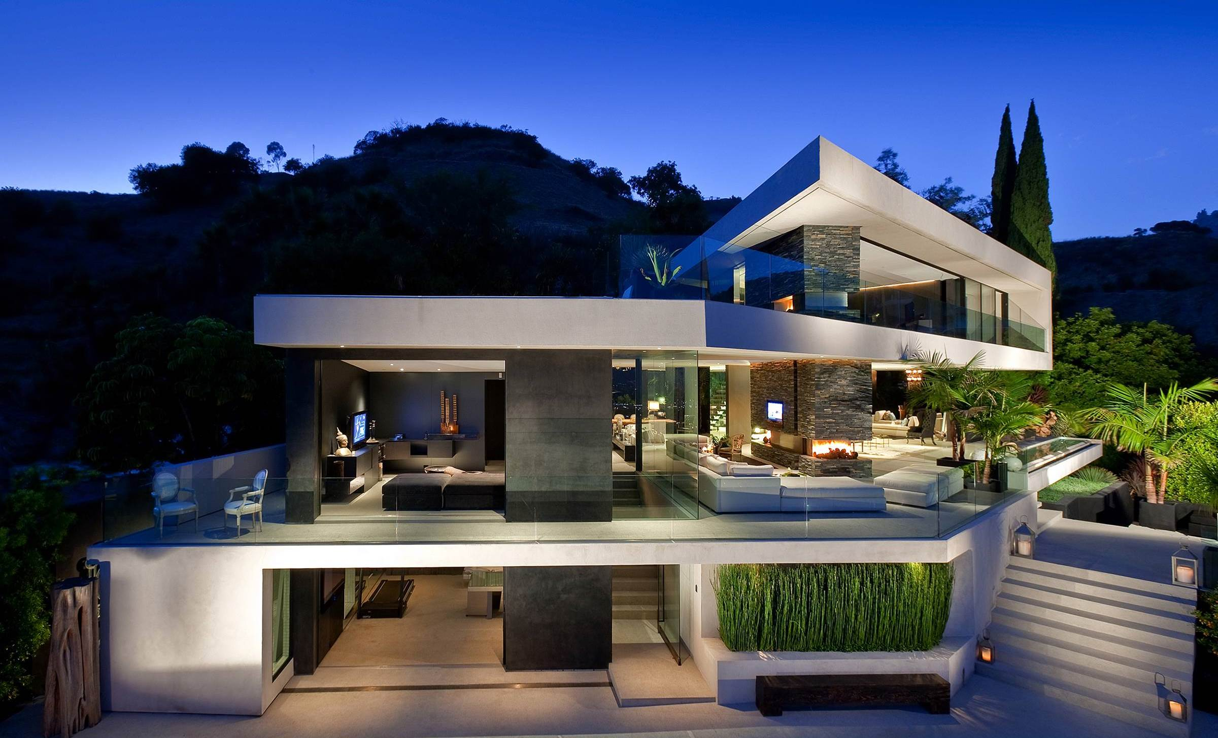 Fabulous Hollywood Hills Modern Home in Los Angeles by XTEN Architecture, luxury houses
