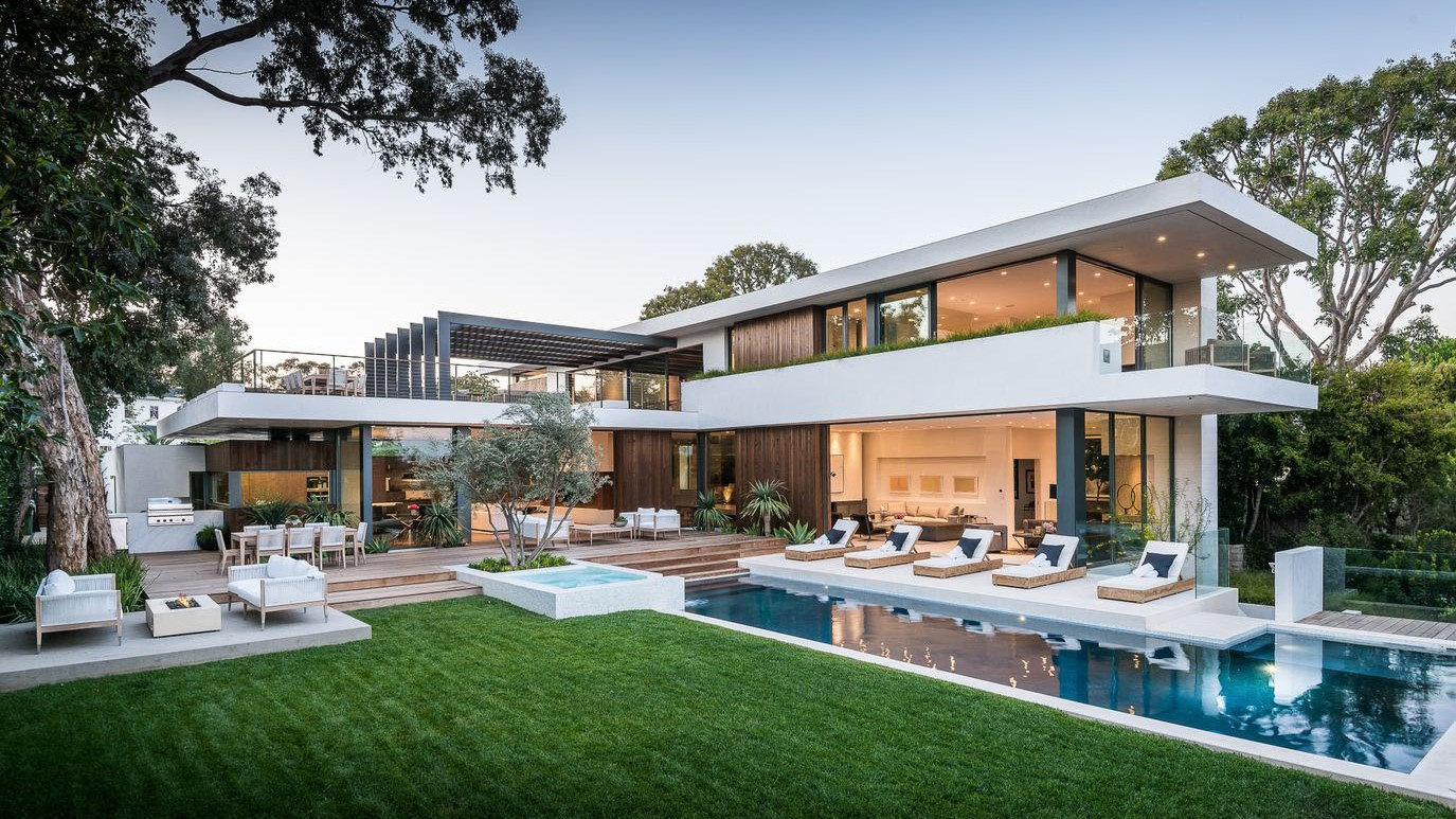 Extraordinary Palisades Riviera Modern Home in California by O plus L