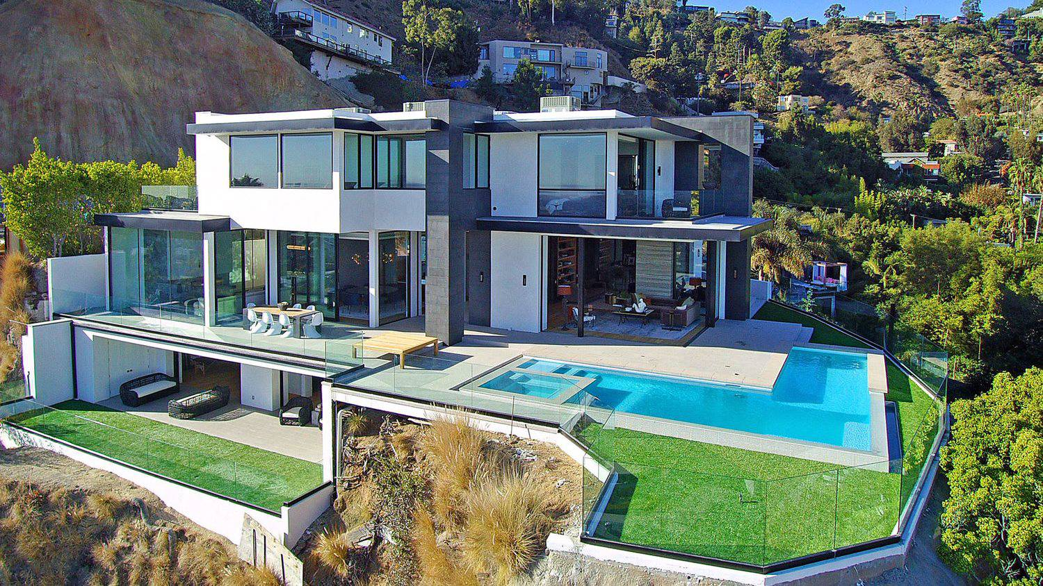 Sunset View Modern Home in Hollywood Hills by Studio Tim Campbell