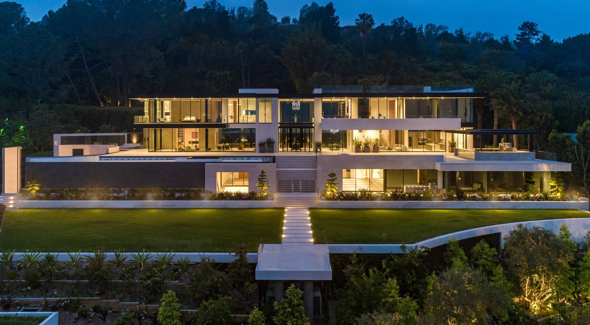 Dramatic Greatest Modern Megamansion in Los Angeles by Paul McClean, luxury houses