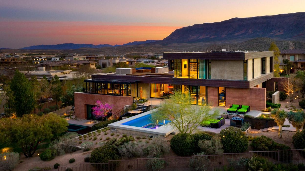 Majestic Modern Home in Las Vegas by Assemblage Studio