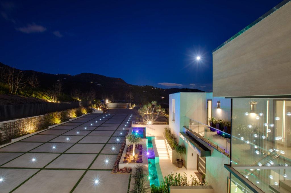 Modern Mansion in Malibu, luxury house