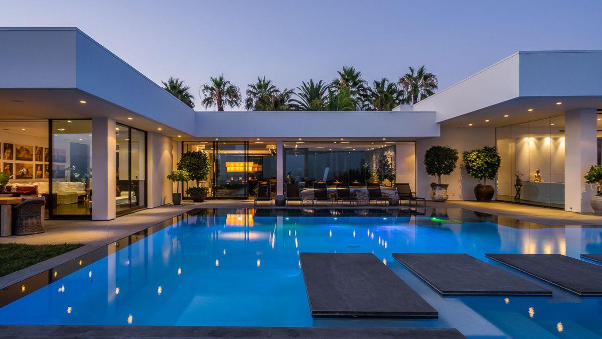 Dreamy Lawlen Way Modern Home in Beverly Hills, Los Angeles