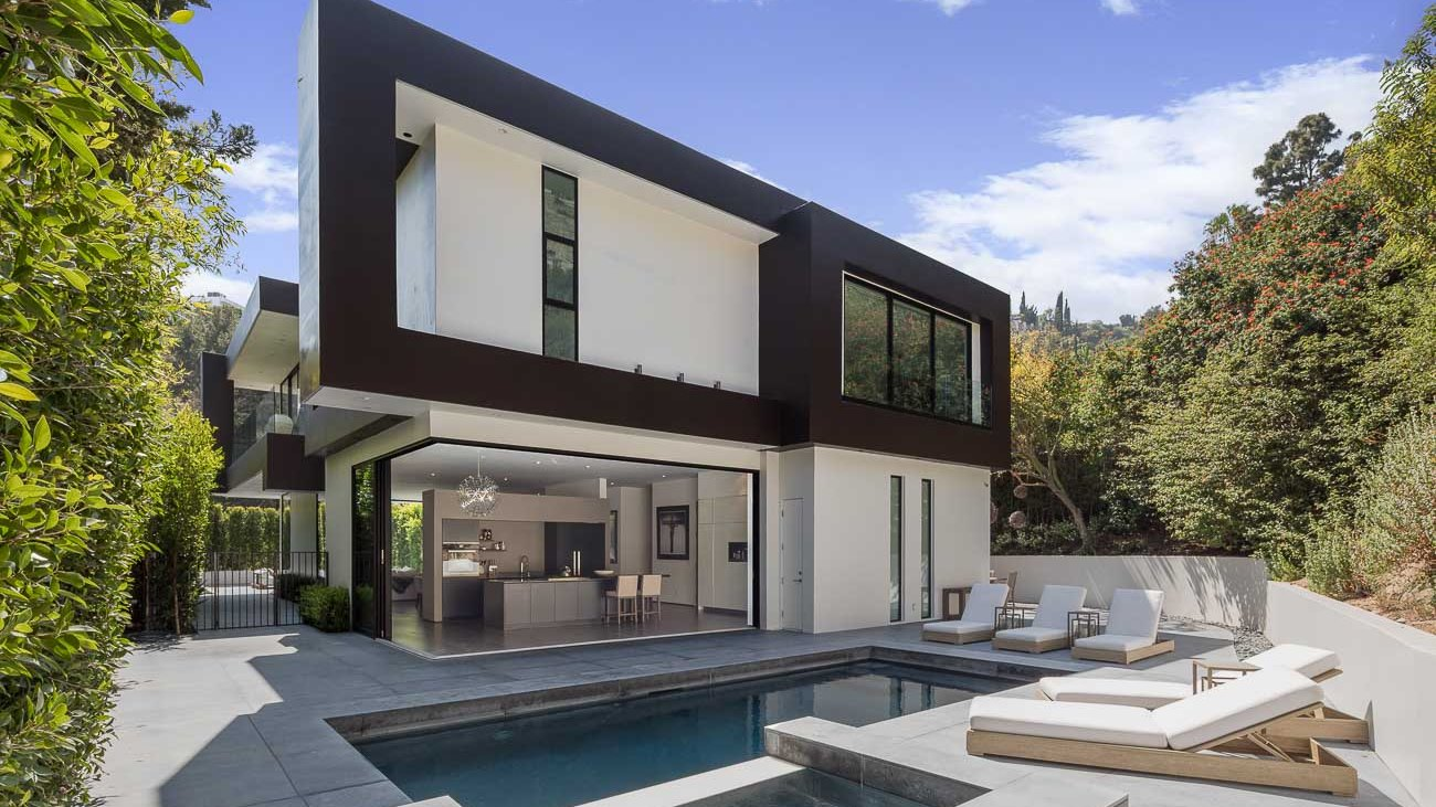 Rising Glen Modern Home – Truly unique confluence of modernity and luxury