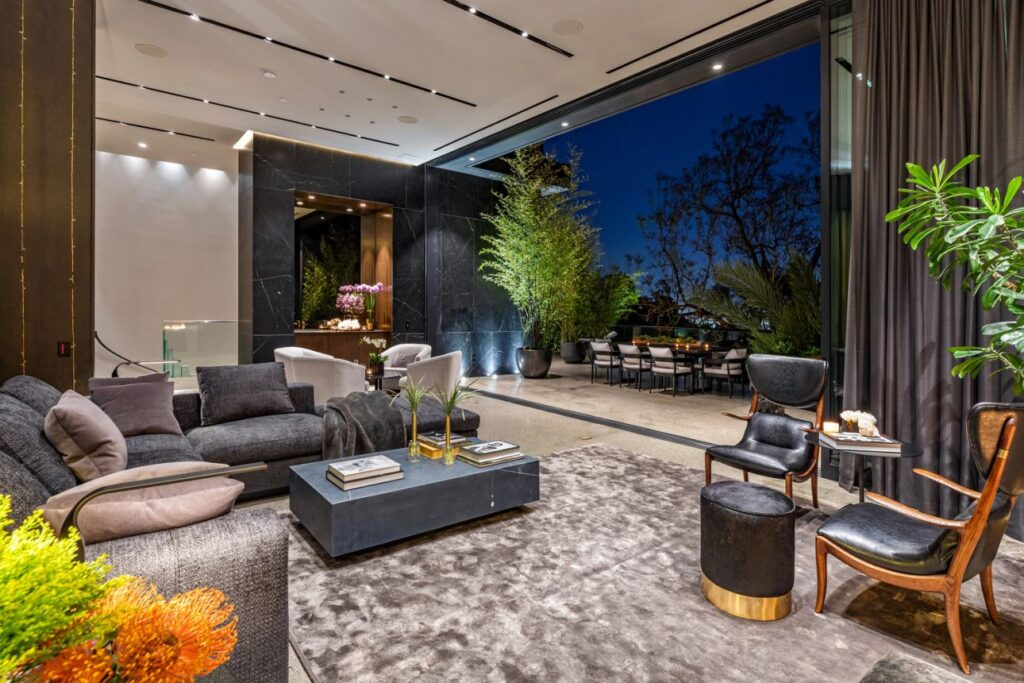 luxury houses, modern homes, luxury-houses.net,Home with Inimitable Design in Los Angeles