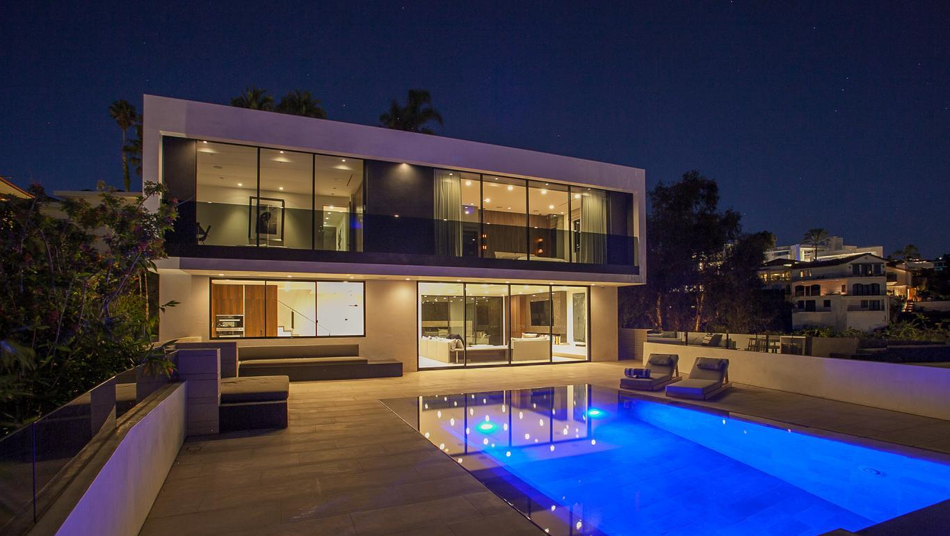 Luxury Hollywood Hills home with city views abound