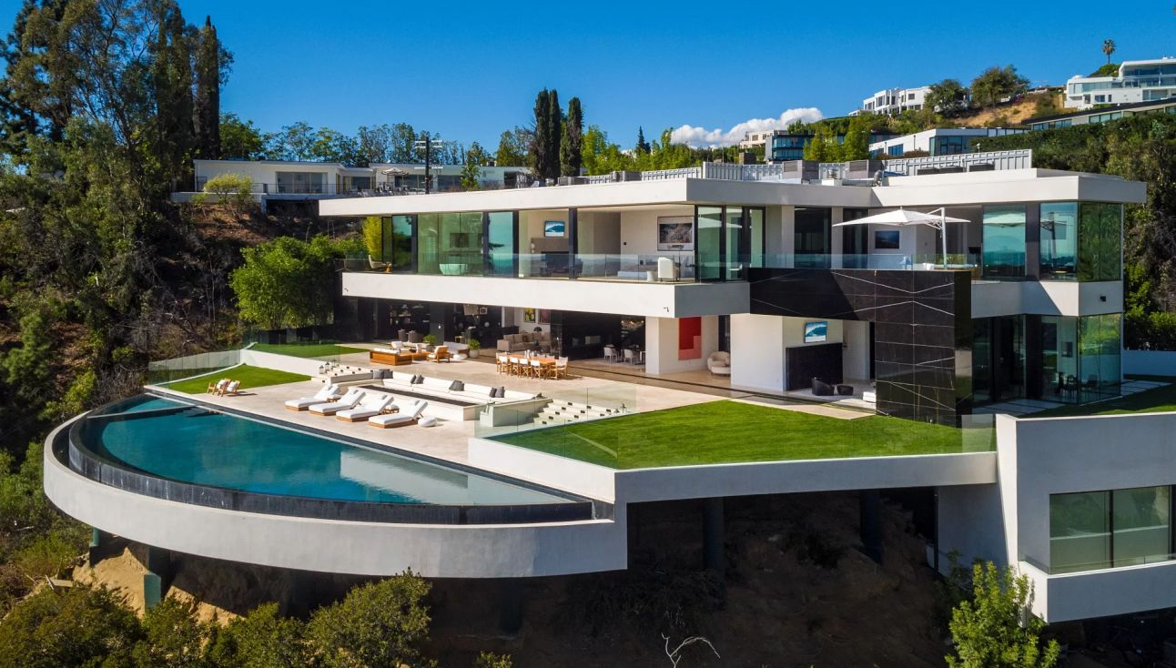 Devlin Drive Modern Home with sweeping views across all of Los Angeles by Paul McClean