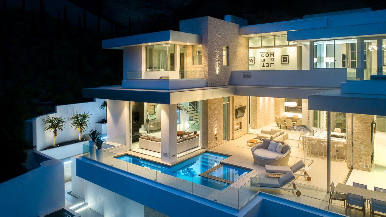 Readcrest Drive Modern Home, luxury house