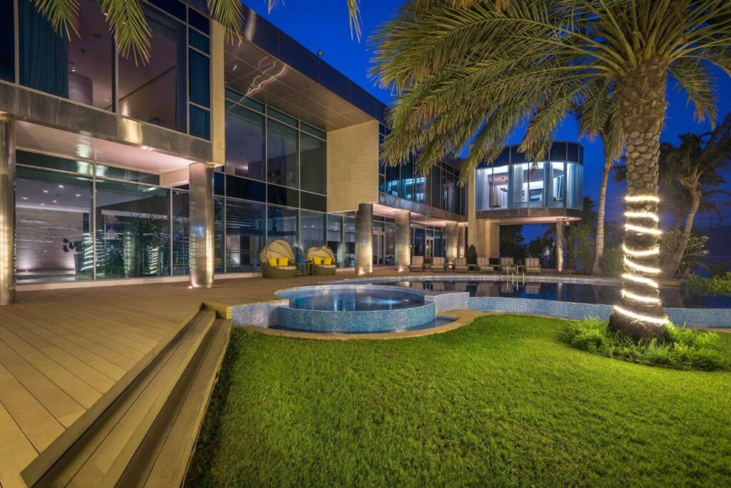 Beachfront Palace in Dubai, luxury house
