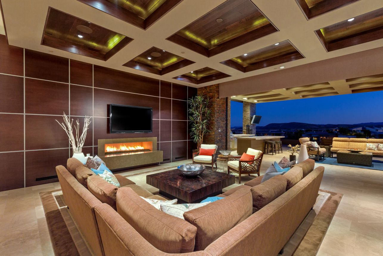 Painted Feather Way Contemporary Home in Las Vegas