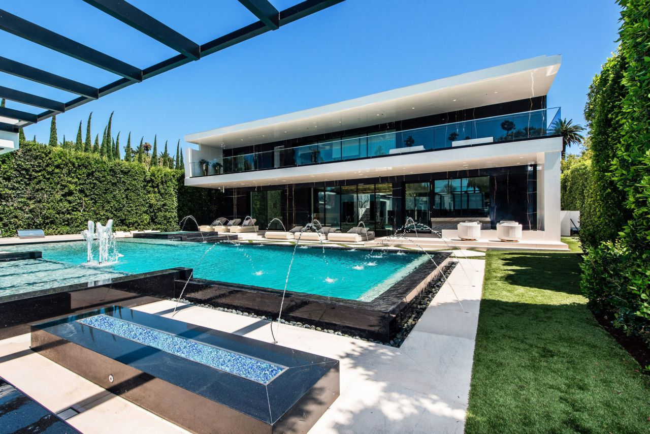 Home in Beverly Hills, luxury house