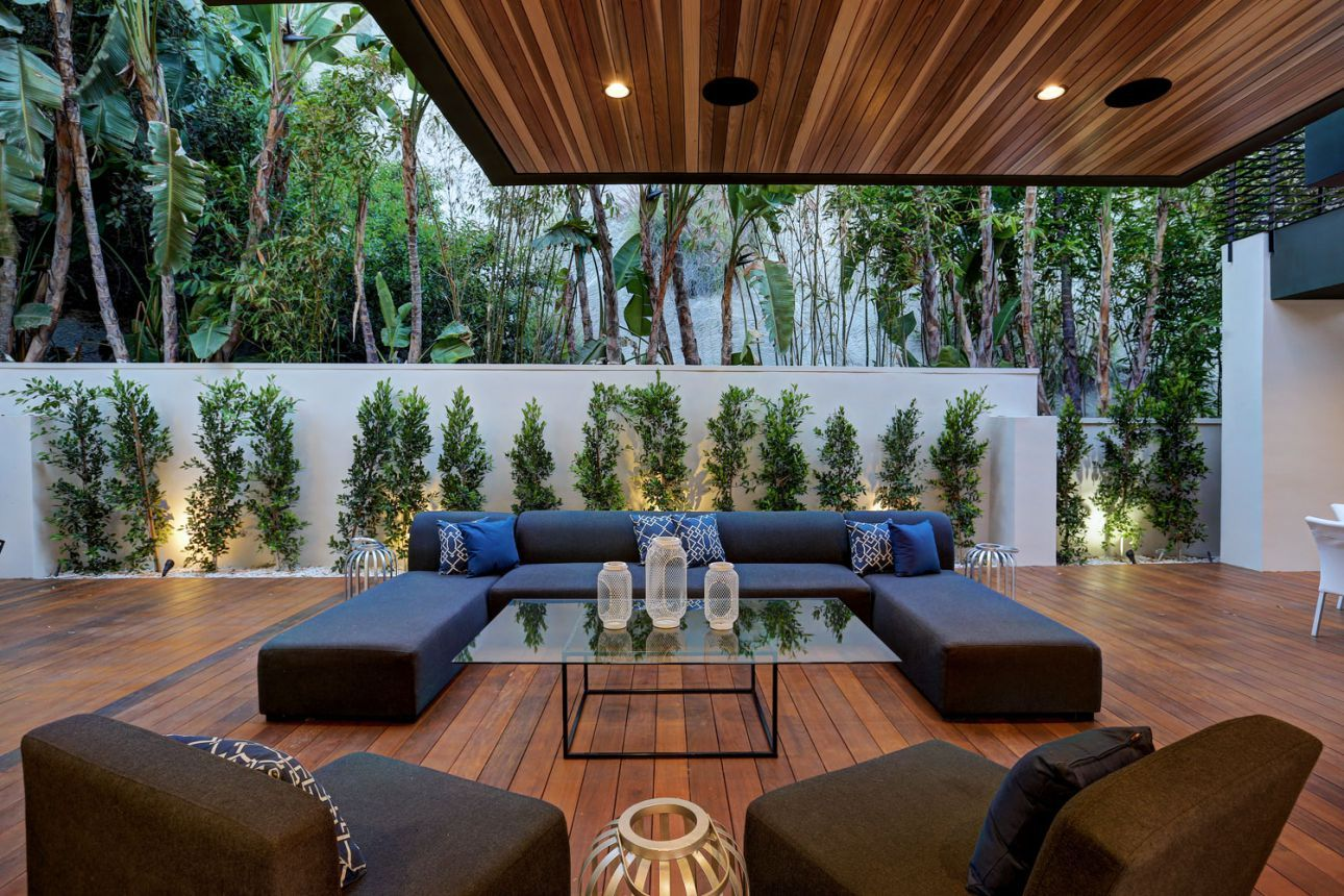 Sleek Hollywood Boulevard Residence in Los Angeles