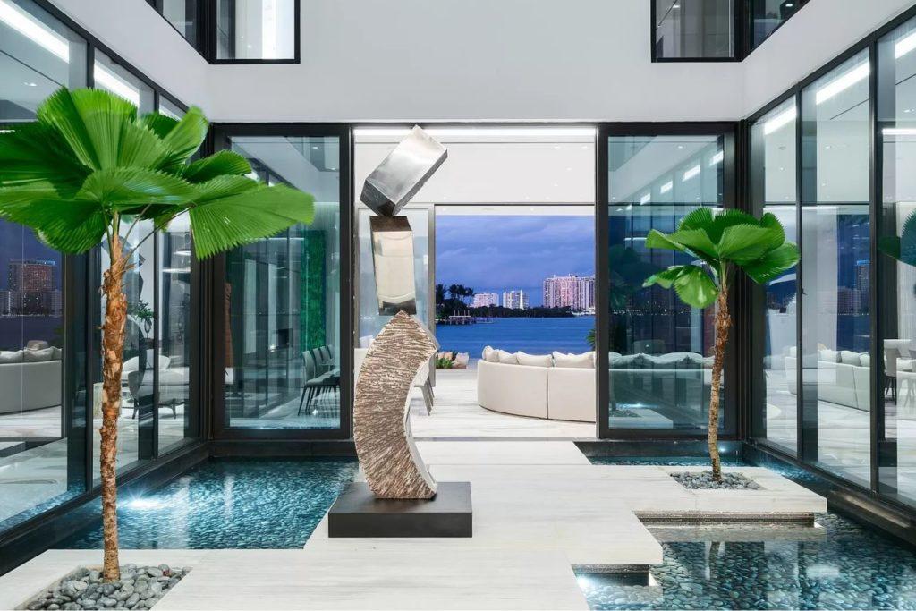 Modern Mansion on Palm Island