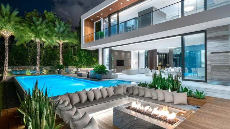 $23,500,000 A 2019 Superb Modern Mansion on Palm Island hits the Market