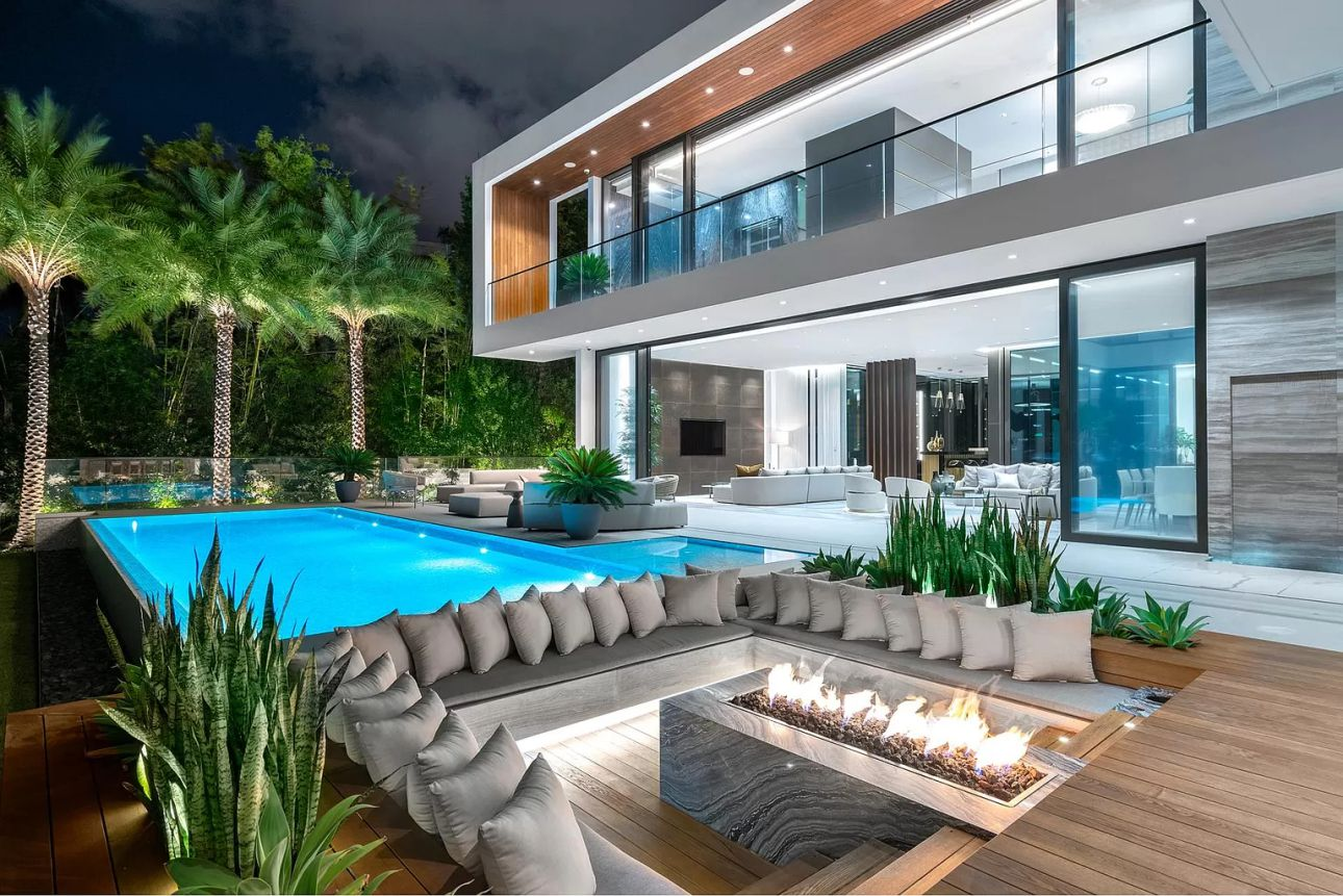 Modern Mansion on Palm Island