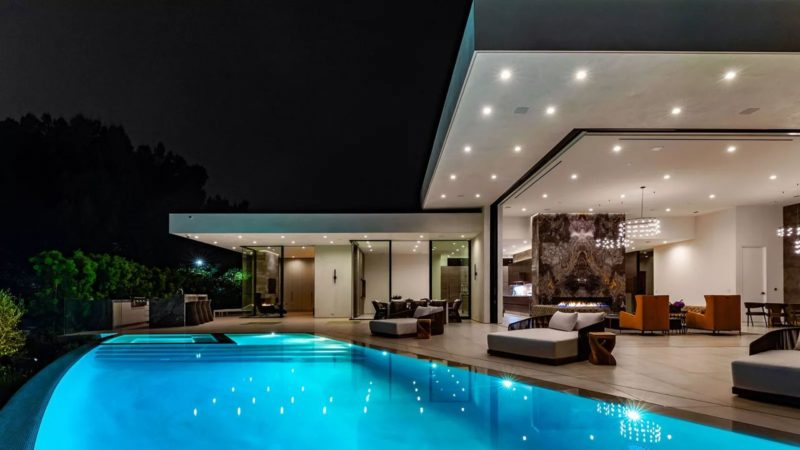 A Luxurious Hilltop Modern Architectural in Beverly Hills