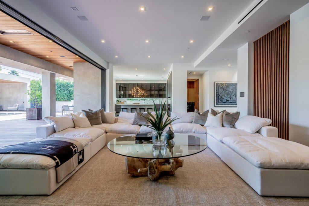 Beverly Hill Modern Mansion