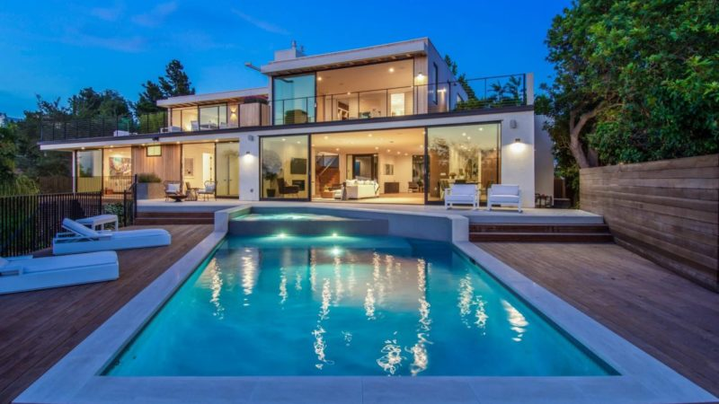 Modern Luxury Alto Cedro Drive Residence in Los Angeles
