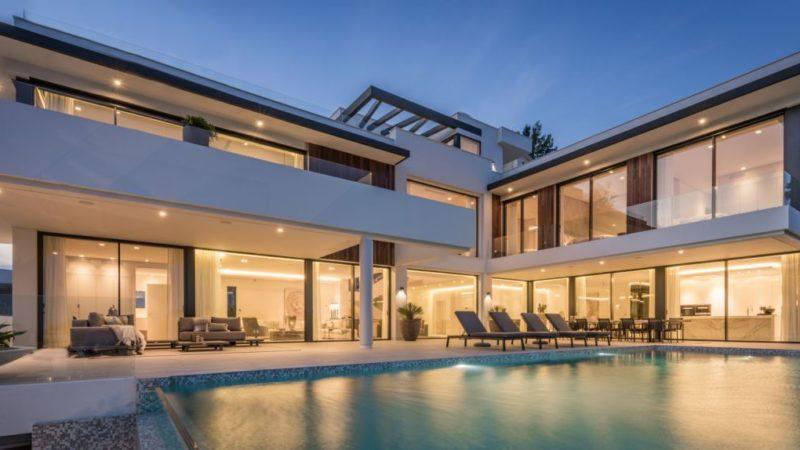 Check in €3,990,000 Modern Villa with 5 bedrooms in La Alqueria, Spain