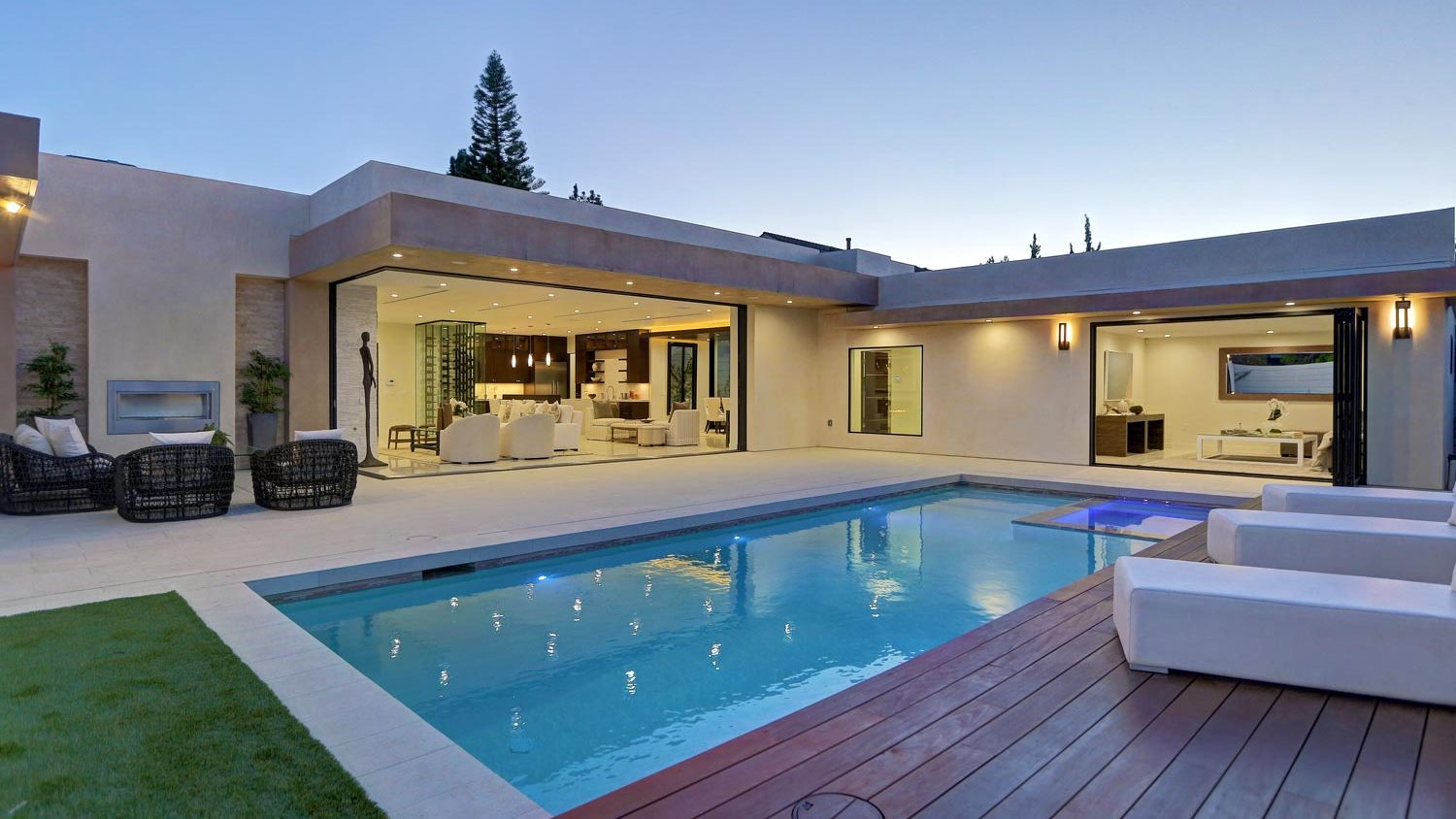 Spectacular 5 bedrooms and 5.5 baths Mid-century Home in Los Angeles