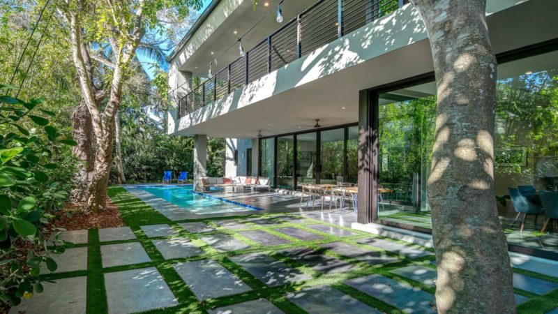 Tour of A Desirable Lifestyle Modern Home in Miami