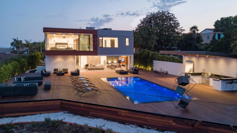 Tour of Macapa Drive Modern Home offers Gorgeous Interior Living Spaces