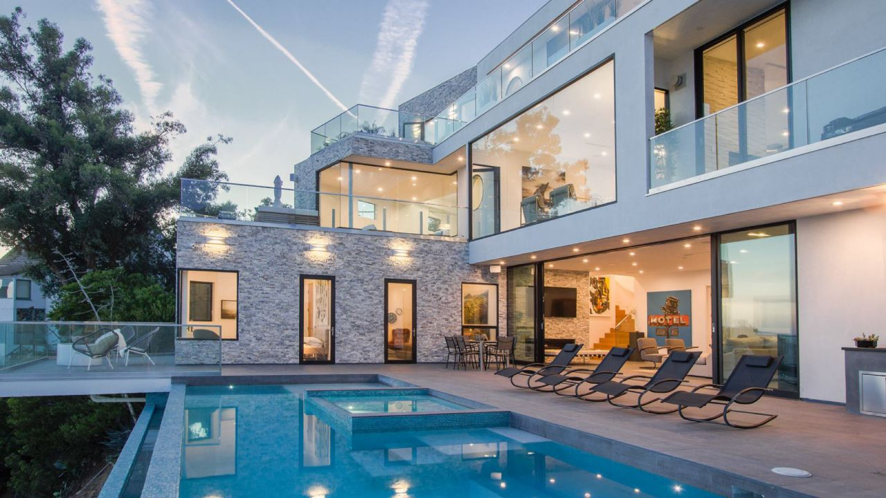 Inside A $8,000,000 Appian Way Modern Home Overlooking All of Los Angeles