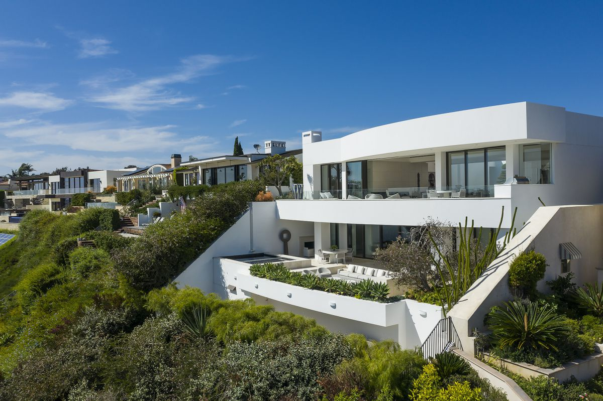 Dolphin Ter Contemporary Home in Corona Del Mar by Avalon Architectural, Inc