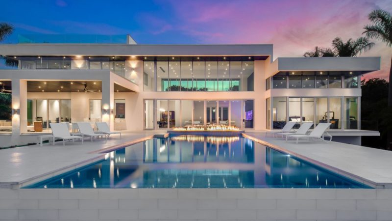 Enchanting Waters Contemporary Home in Tampa by DSDG Architects