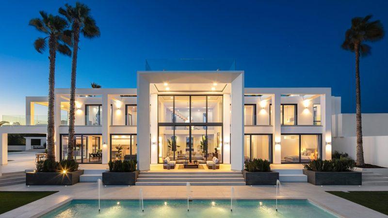 Elegant Villa Paraiso with Spacious Living Areas in Algarve, Portugal