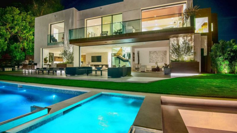 Tour of An Architectural Modern Masterpiece is the Crown Jewel of Brentwood