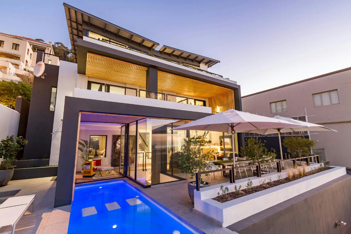 Luxury Coastal Lifestyle in Green Point Modern Home, Cape Town