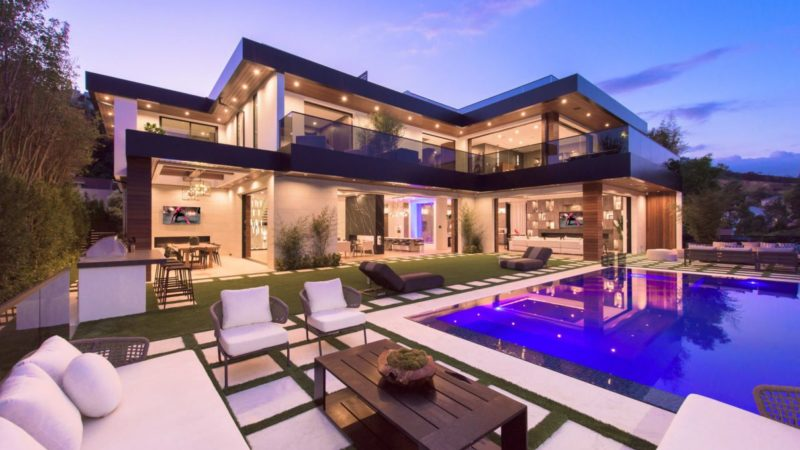Brand New Kenfield Ave Modern Home hits Market for $12.9 Million