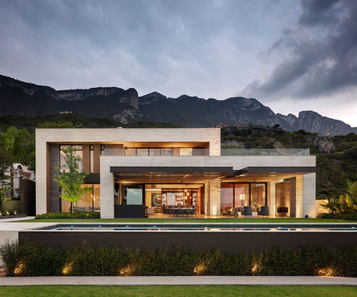 La Barranca Residence in Austin by Bernardo Pozas Residential Design