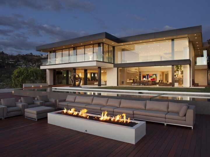 Luxurious Oriole Drive Modern Home in Los Angeles by Paul McClean