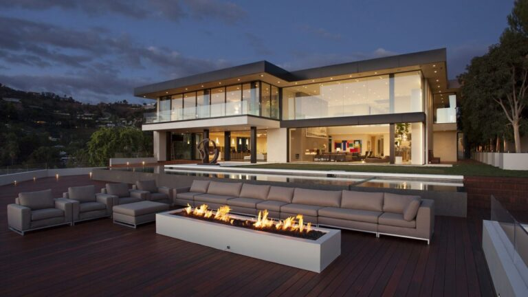 Oriole Drive Modern Home in Los Angeles by Paul McClean