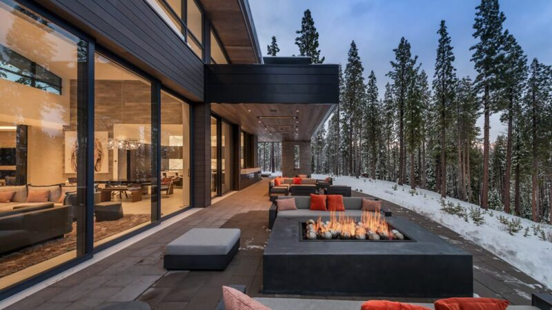 Sinuous Dwelling Residence in Tahoe, California by Ward Young Architecture
