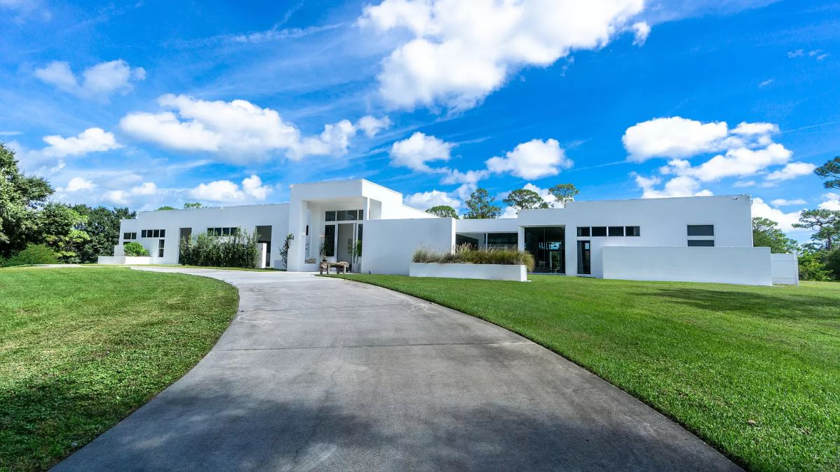 Florida's Jupiter Single Story Estate Sits on 20 acres for Sale