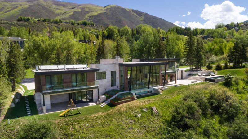 720 Willoughby Way – The Quintessential Modern Estate for Sale $31 Million