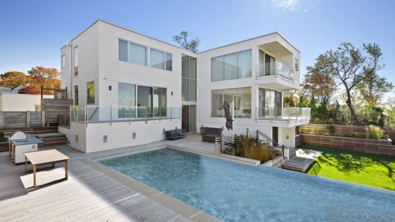 Clearview Modern Home on Noyack Bay for Sale at $10.5 Million