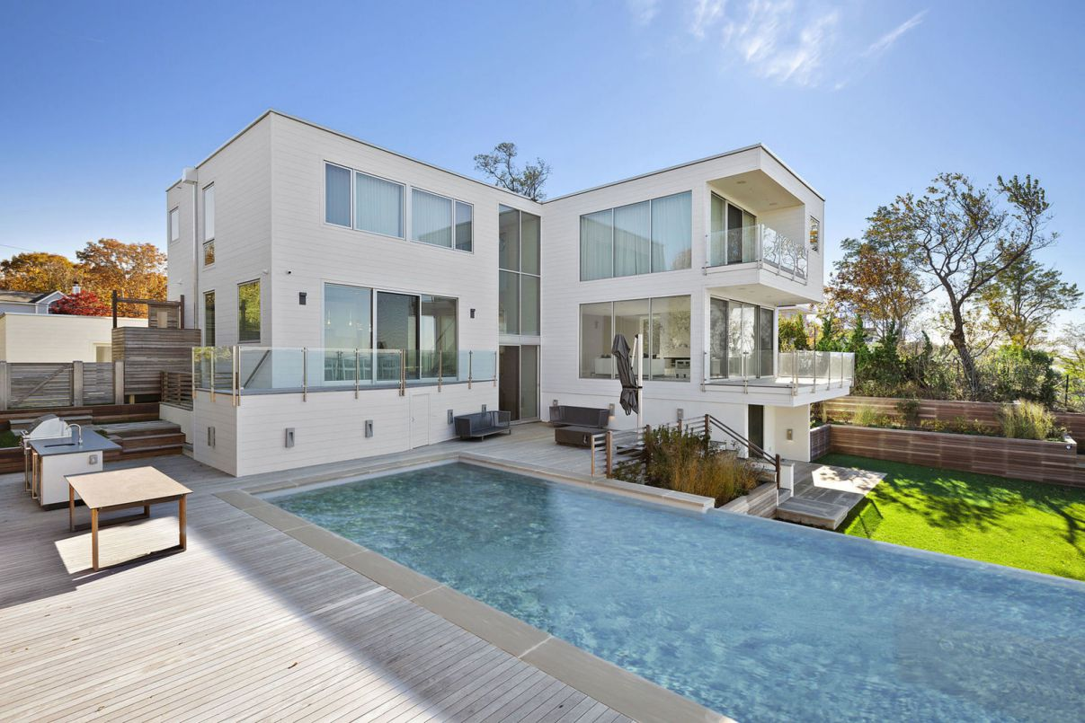 Clearview Modern Home on Noyack Bay for Sale, New York