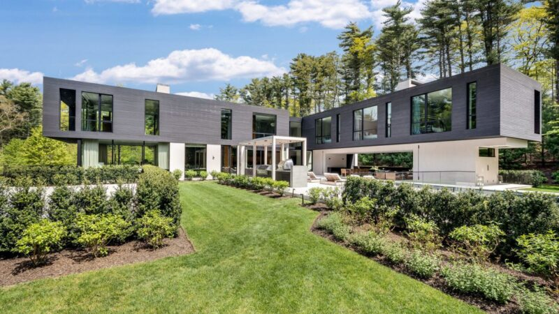 Totally Private Modern Masterpiece in East Hampton for Sale at $8.5 Million