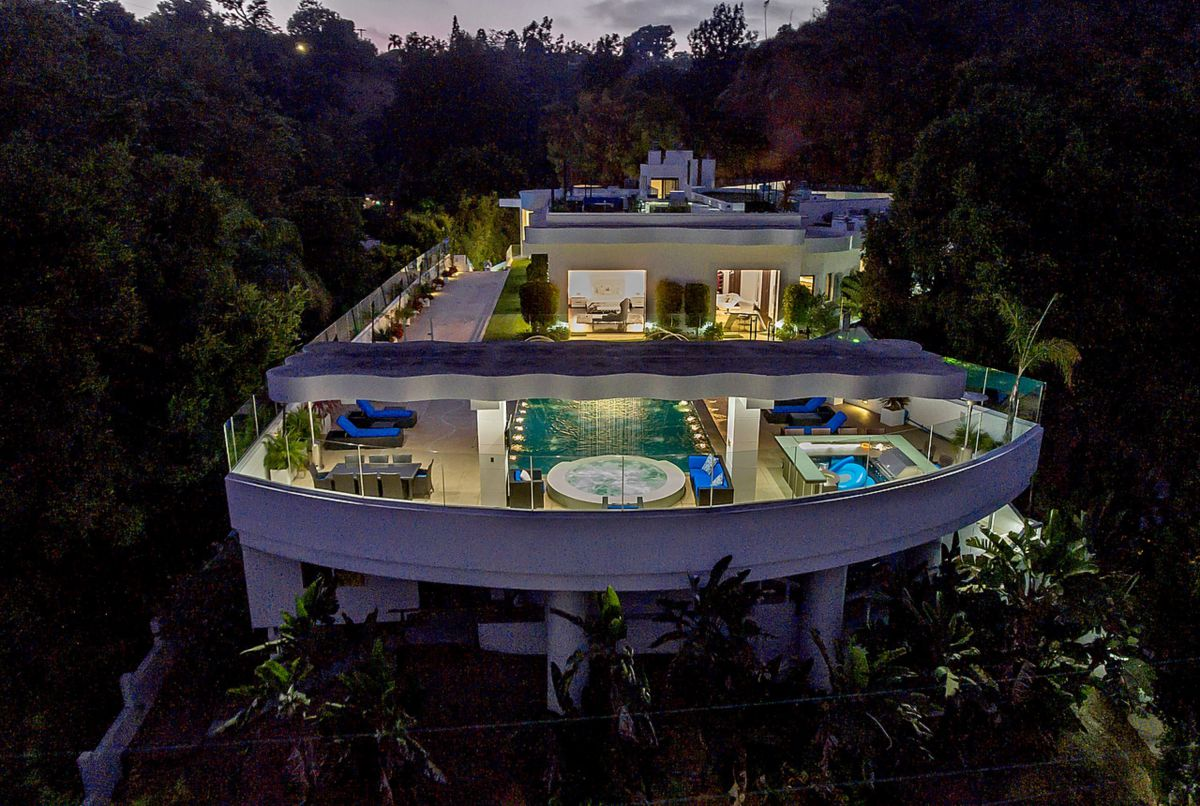 A Dynamic Architectural Estate in Pacific Palisades for Sale